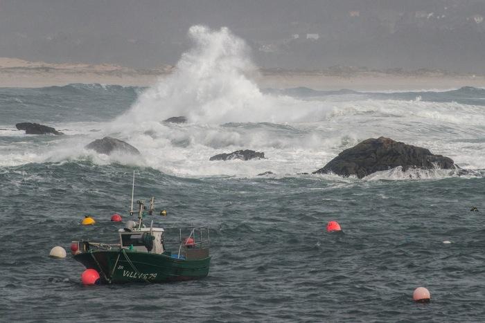 corrubedo-puerto-ola-barco-jurgen-kurt-leiv.JPG