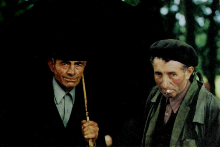 un-granjero-con-un-paraguas-1970.jpg